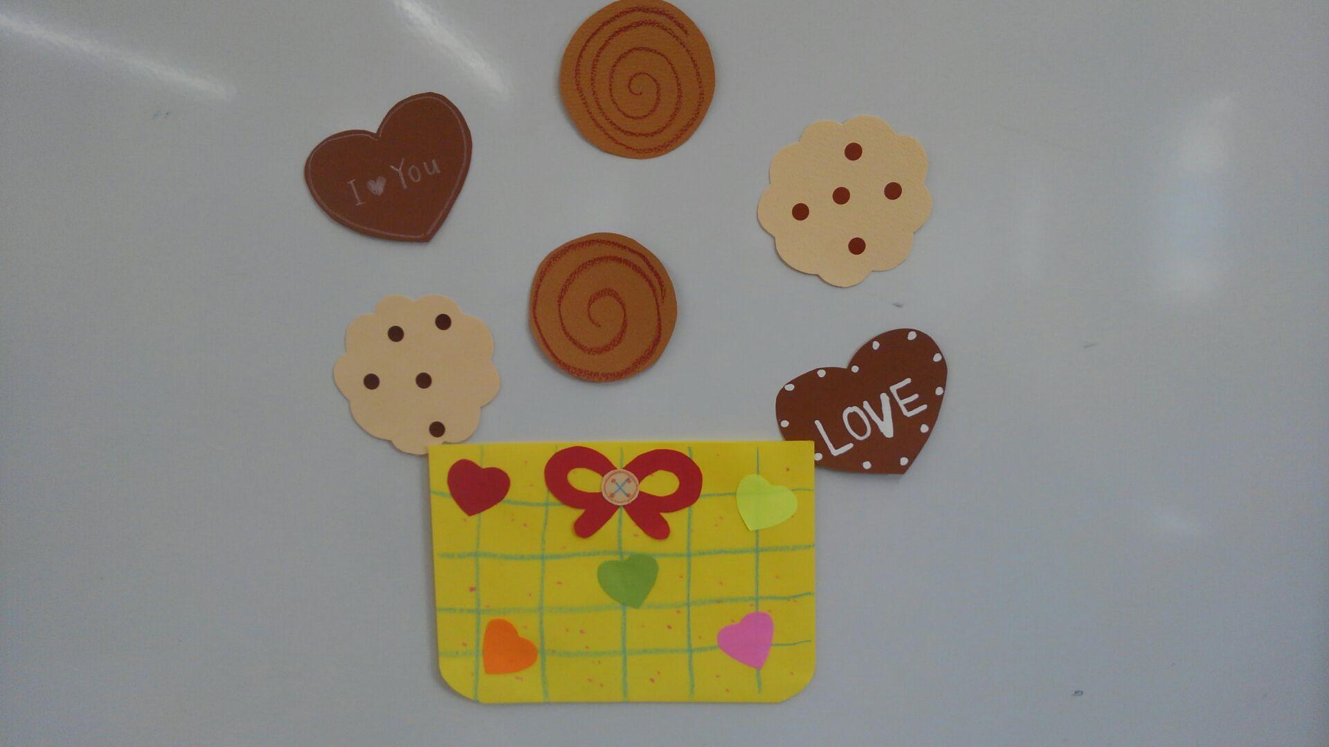 クッキーのシール。ハート型のクッキーには「LOVE」や「I ♡ You」の文字が書かれています。